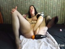 fisting and bottle in the pussy in a mature mother!